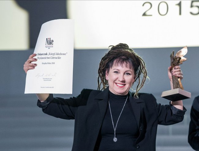 Olga Tokarczuk ze statuetkę Nike 2015, fot.Jacek Domiński/Reporter / East News